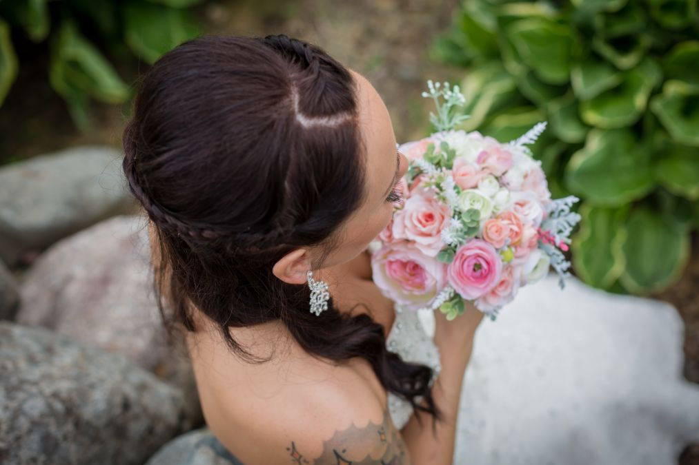 bride with bouquet, RK Photo & Design, Wi wedding Photographer