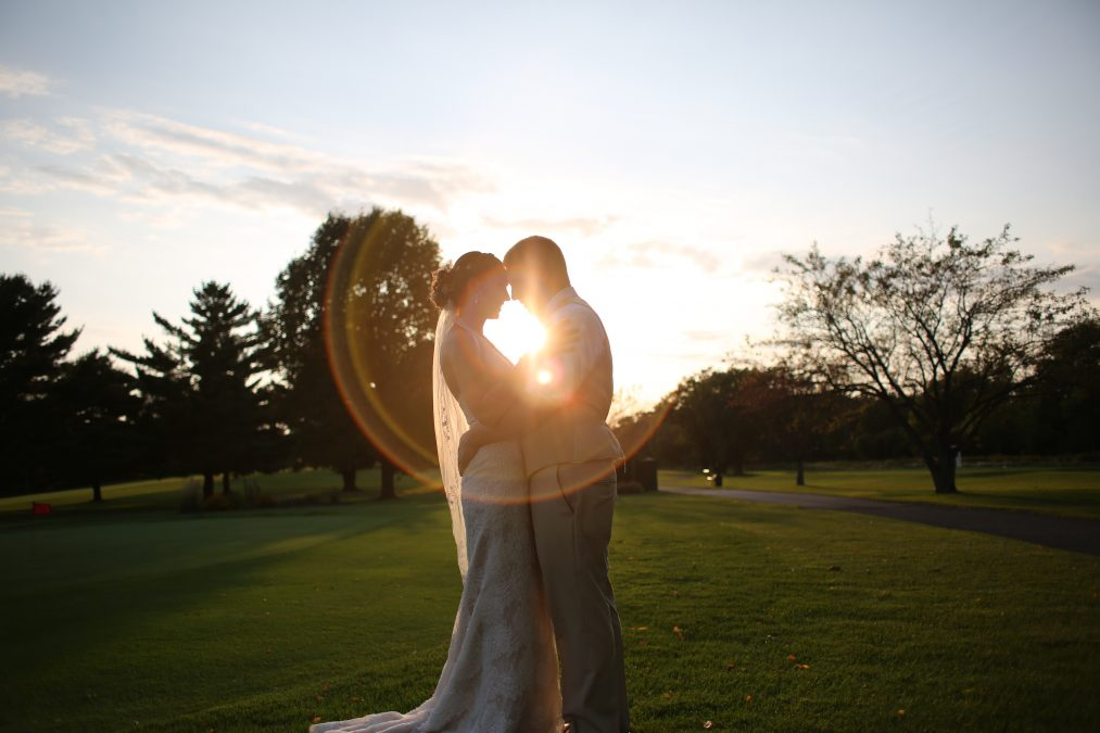kiss in sun, wedding photo, sunset, rk photo and design